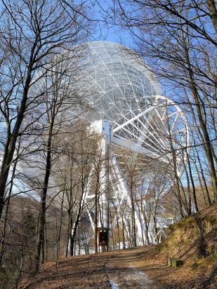 Wir nähern uns dem Radioteleskop Effelsberg ...