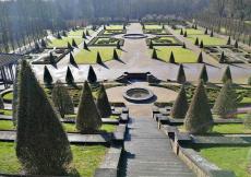 Blick vom ehemaligen Klostergelänge hinunter in den Barockgarten
