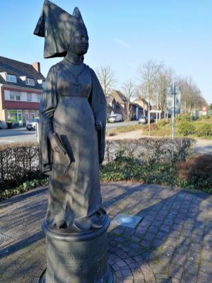 Statue der Klostergründerin Maria von Burgund