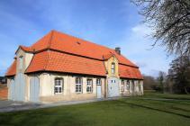 Wirtschaftsgebäude an der Zufahrt zm Schloss