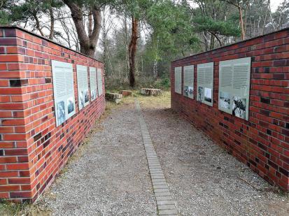 Gedenktafeln am ehemaligen Fliegerhorst Venlo-Herongen