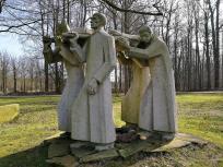 Kriegerdenkmal im Park