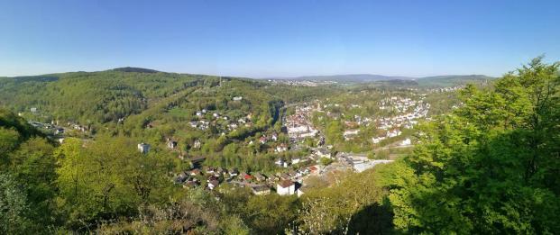 Panoramablick vom Kaisertempel hinunter nach Eppstein