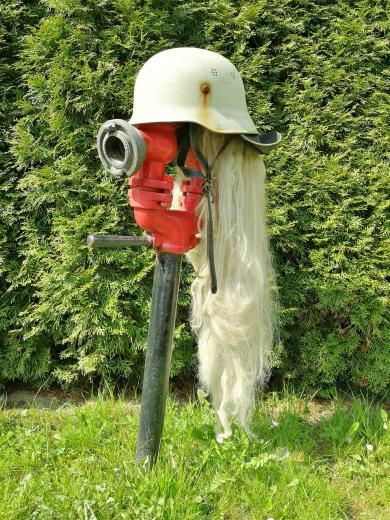Ob hier die Spaßvögell von der Freiwilligen Feuerwehr am Werk waren?