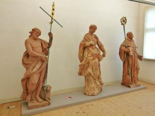 Heiligenfiguren im Klostermuseum