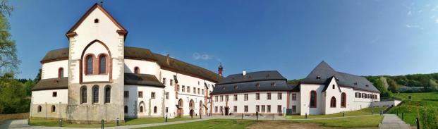 Panoramabild vom Vorhof der Klosteranlage