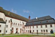 Rechts der heutige Zugang zum Kloster mit dem Museumsshop