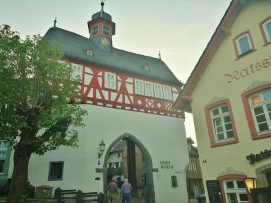 Zugang zur ehemaligen Vorburg