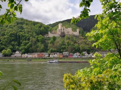 Schloss Stolzenfols auf der gegenüberliegenden Rheinseite