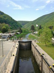 Lahn-Schleuse auf halber Strecke zwischen Bad Ems und Lahnstein