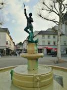Brunnen auf dem Neuen Markt am Rande der Altstadt