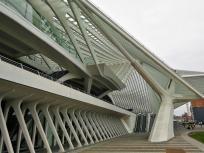 Seitenansicht von der Stadtseite des Bahnhofs