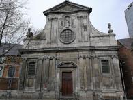 Front der Benediktinerkirche am ehemaligen Kloster