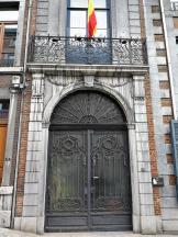 Prächtiges Portal an einem Haus am Mont St. Martin