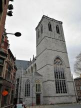 Turmseite der Kirche Unite Pastorale Saint-Martin auf dem gleichnamigen Berg