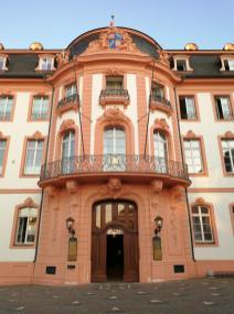 Der Osteiner Hof, ehemaliger Sitz des Befehlshabers des Wehrbereichskommandos II und des Offizierkasinos