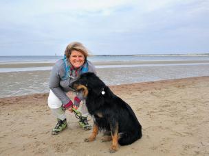 Jutta und Doxi am Strand von Renesse