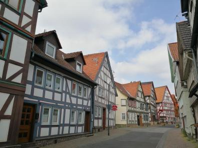 Typisches Straßenbild in der Altstadt von Alsfeld