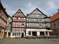 Gebäude am Marktplatz ggü. des Rathauses