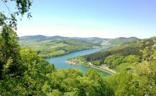 Panoramablick auf den Diemelsee vom Eisenberg