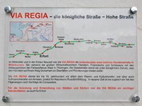"""Tafel am Domplatz zum historishen Verlauf der mittelalterlichen Handelsstraße """"Via Regia"""""""
