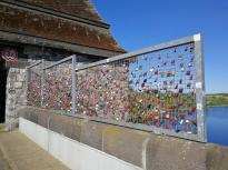 Liebesschlösser auf der Staumauer