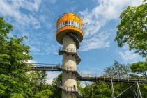Der Aussichtsturm auf dem Baumkronenpfad (Foto J.-H. Janßen | http://commons.wikimedia.org | Lizenz: CC BY-SA 3.0 DE)
