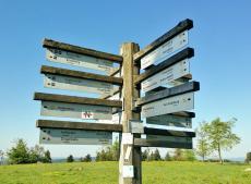 All diese Wanderwege führen über den Gipfel