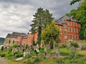 Alter Friedhof und Seniorenstift am Tilmann-Joel-Park