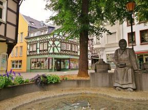 Brunnen mit der Buttermarktfrau auf dem Buttermarkt