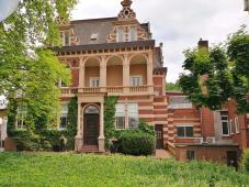 Zurück in Unkel: Vorbei an der Villa auf dem Rabenhorst-Betriebssgelände, wo u.a. der berühmte Rotbäckchensaft hergestellt wird