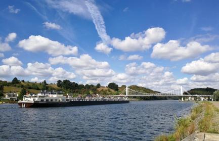 Am Albertkanal. Blick zur Kanalbrücke in Kanne