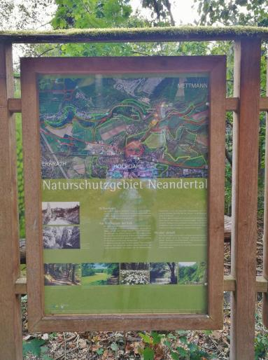 Infotafel am Wanderparkplaz im Neandertal