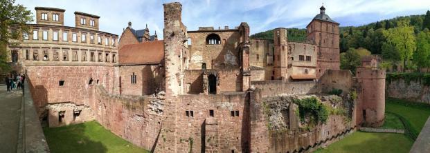 Panoramablick auf die Ruine Westen