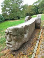 Granitskulptur von Zbigniew Fraczkiewicz im Gethmannschen Garten