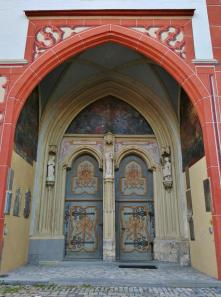 Portal der Stadtpfarrkirche