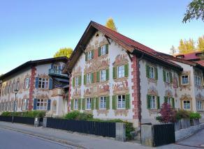 Lüftlmalerei ist in Oberammergau allgegenwärtig