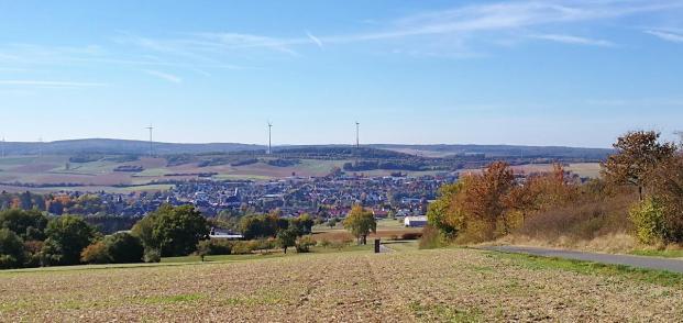 Blick von der Kreuzkapelle hinunter nach Bad Camberg