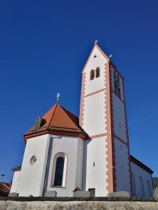 Die Pfarrkirche von Wackersberg