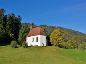 Das Lehenkirchl Pestkapelle zwischen Wackersberg und dem Heigelkopf