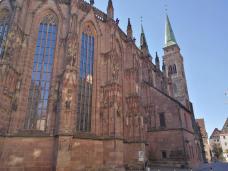 Seitenansicht der Lorenzkirche