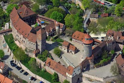 Luftbild der Nürnberger Burg (Foto Hajo Dietz   http://commons.wikimedia.org Creative-Commons-Lizenz 3.0 nicht portiert)