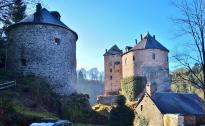 Am Eingang zur Burg