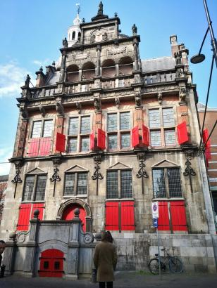 "Das historische Rathaus an der ""Grote Sint-Jacobskerk"""