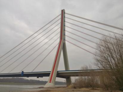 Die Fleher-Brücke, eine wichtige Rheinquerung zwischen Köln und Düsseldorf