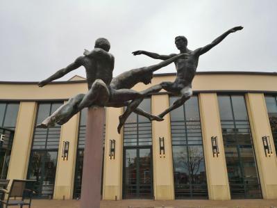 Tänzer vor dem AFAS Circustheater