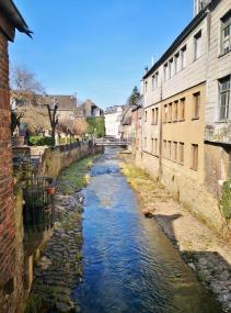 Der Vichtbauch fließt durch die Altstadt und mündet wenig später in die Inde