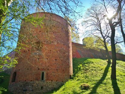 Mächtige Mauern umgeben die Burg Eisenhardt