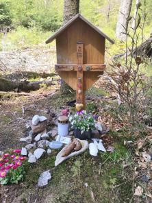 Hier ist jemand im Alter von 61 Jahren im Wald verstorben