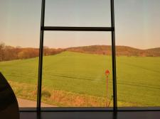 Blick aus der Arche Nebra zum Mittelberg, dem Fundort der Himmelsscheibe